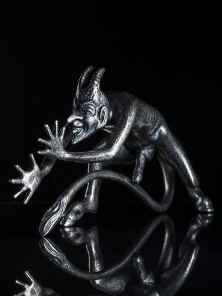 Cock a Snook Devil Mascot(銀古美)